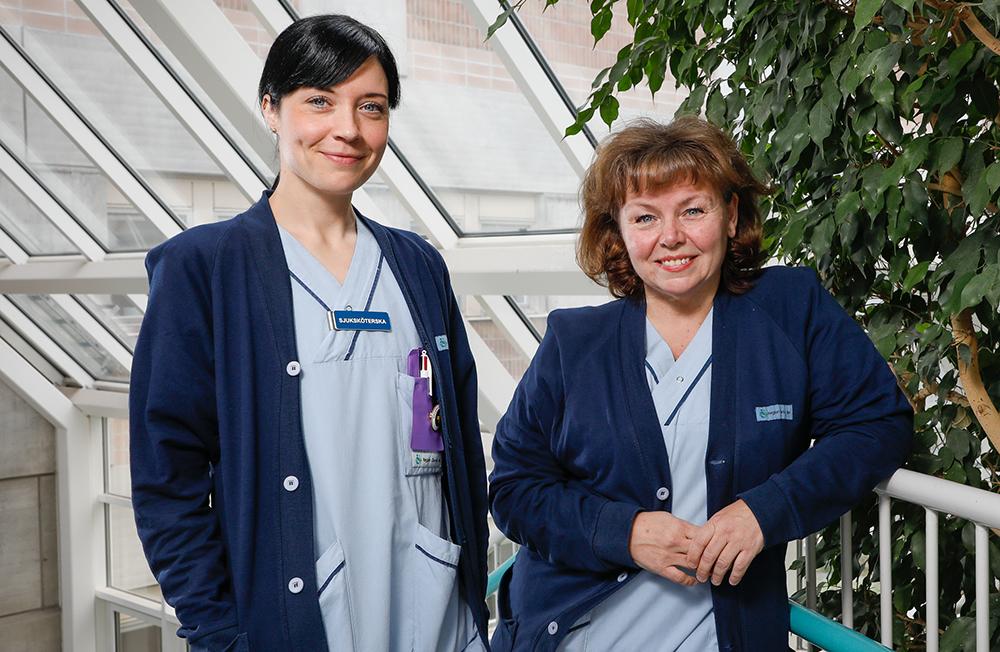 Sjuksköterskorna Linda Mångelin och Maria Stenegård vill göra skillnad för den äldre patienten. Foto: Richard Ström