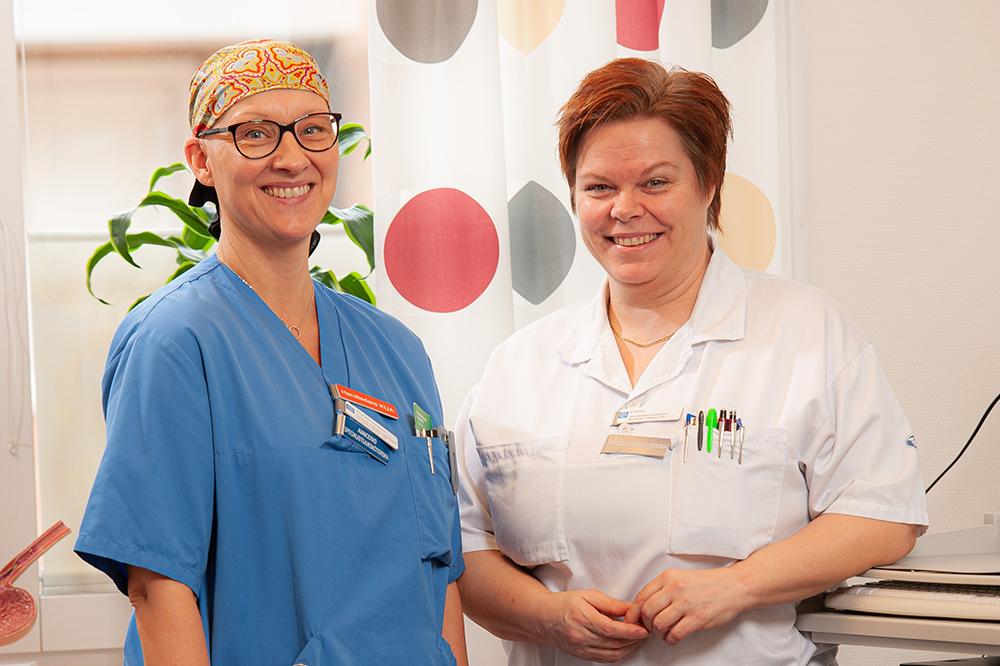 Christina Ahl Jonsson, avancerad specialistsjuksköterska och Carina Malmström, specialistsjuksköterska i kirurgisk vård. Foto: Martin Roth