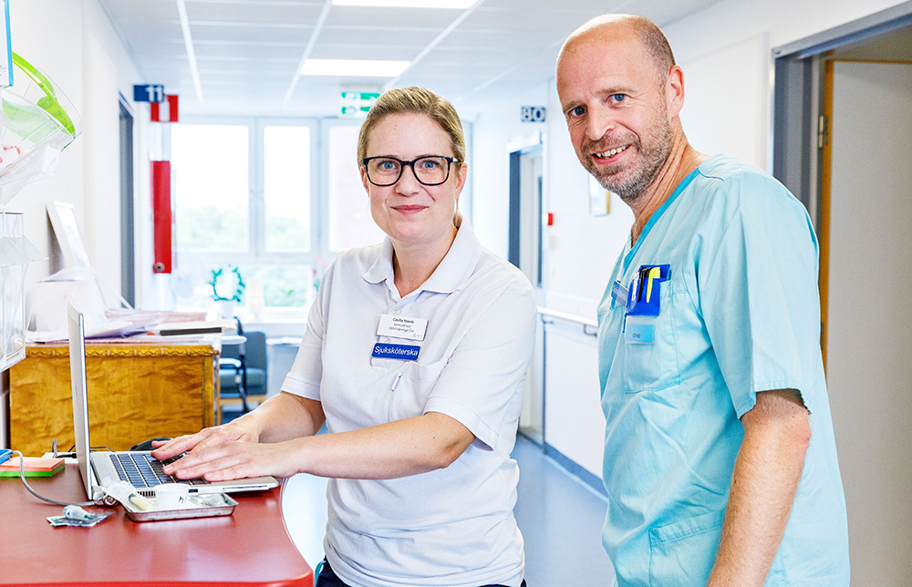 Cecilia Ypevik, sjuksköterska och samordnare för Aleris ASIH i Handen och Ove Hedlund, sjuksköterska på Dalengeriatriken. Foto: Gonzalo Irigoyen