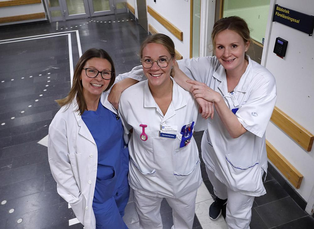 Sanja Maric, ögonsjuksköterska, Julia Spetz, sjuksköterska och Ida Edlund, ögonsjuksköterska vid Ögonkliniken Region Östergötland. Foto: Lasse Hejdenberg