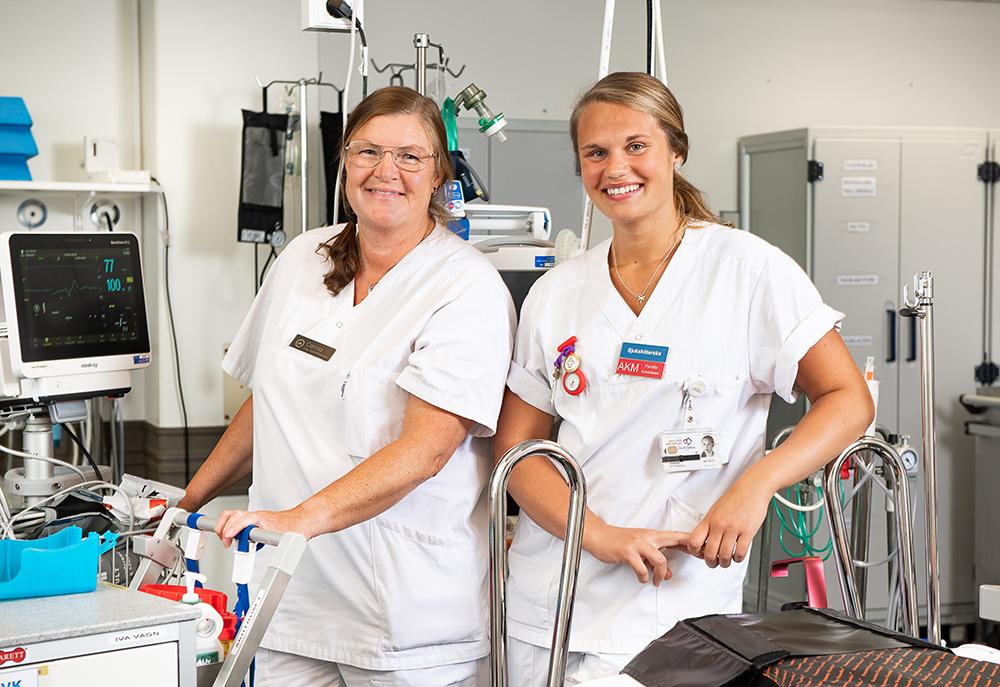 Helena Månsson och Karin Aspholm, IVA-sjuksköterskor på IVA i Östersund. Foto: Mikael Frisk