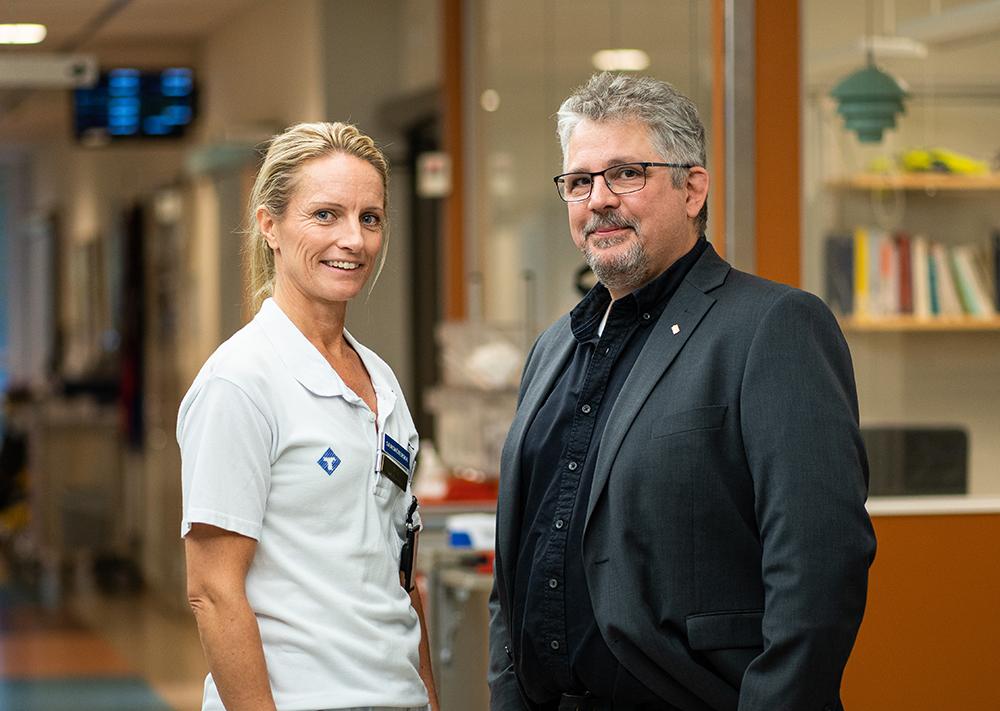 Åsa Johansson och Anders Lundin är stolta över akutmottagning och ambulans i Örnsköldsvik. Foto: Sander Taats