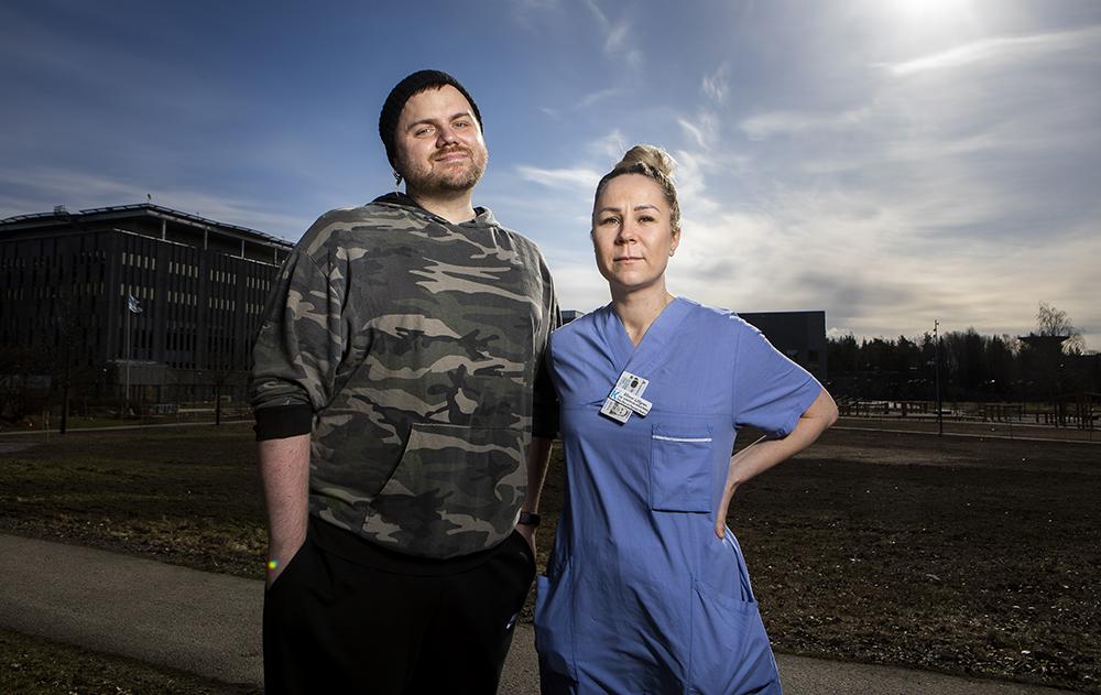 Sebastian Millton och Ellinor Löfgren, sjuksköterskor på MIMA i Huddinge. Foto: Johan Marklund