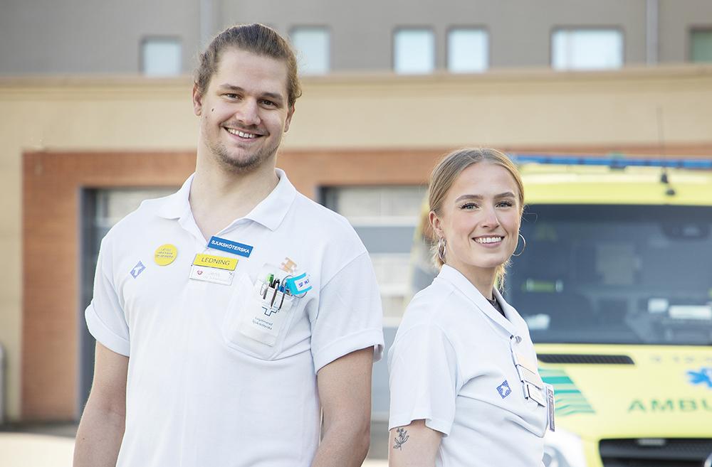 Jens Holmström och Tilda Nordström, sjuksköterskor på akuten på Norrlands universitetssjukhus. Foto: Lena Lee