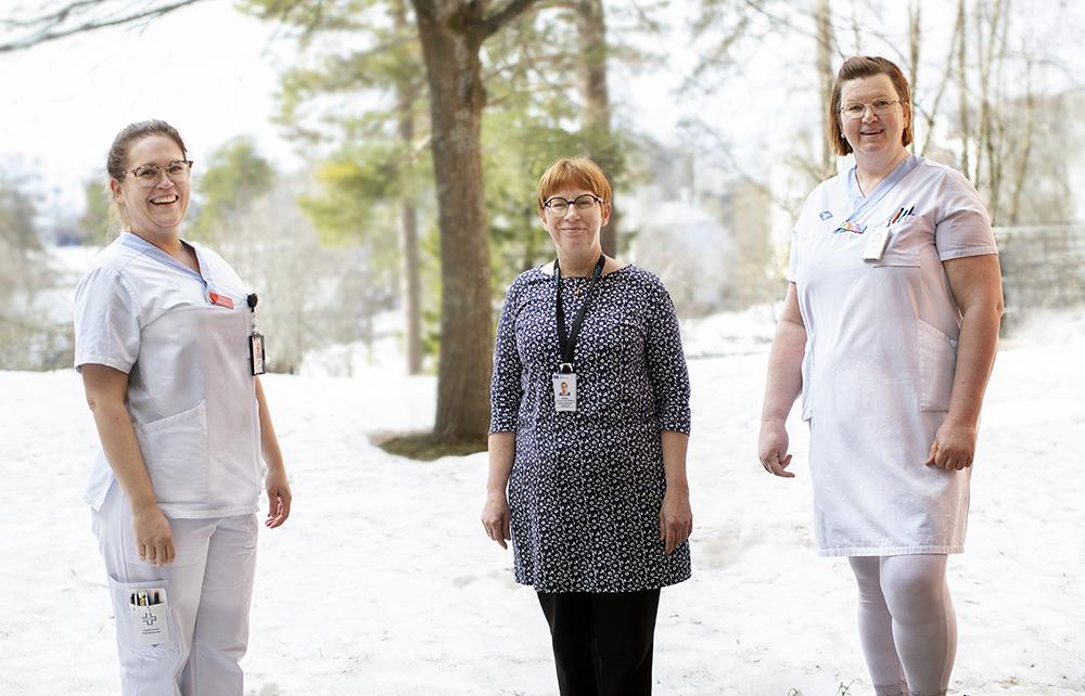 Frida Widing, sjuksköterska, Barbro Alatalo Johansson, avdelningschef och Elisabeth Rehn, sjuksköterska på Geriatriskt centrum i Umeå. Foto: Lena Lee